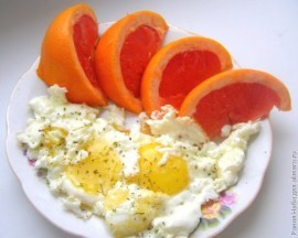 Омлет и апельсин